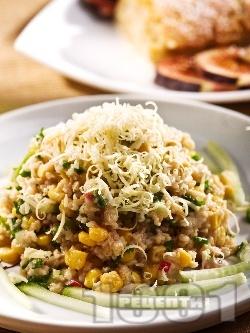 Салата от булгур, варена царевица, краставица и кашкавал - снимка на рецептата